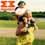 De kinderdrager minimeis verovert de harten van papa's