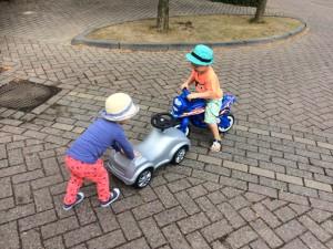 piemelpower buiten spelen nachtmerrie auto ongeluk