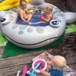 Zwembad feest & fun festijn in onze achtertuin. Laat de temperatuur maar stijgen