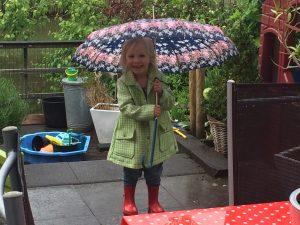 piemelpower in de regen aldus yvette