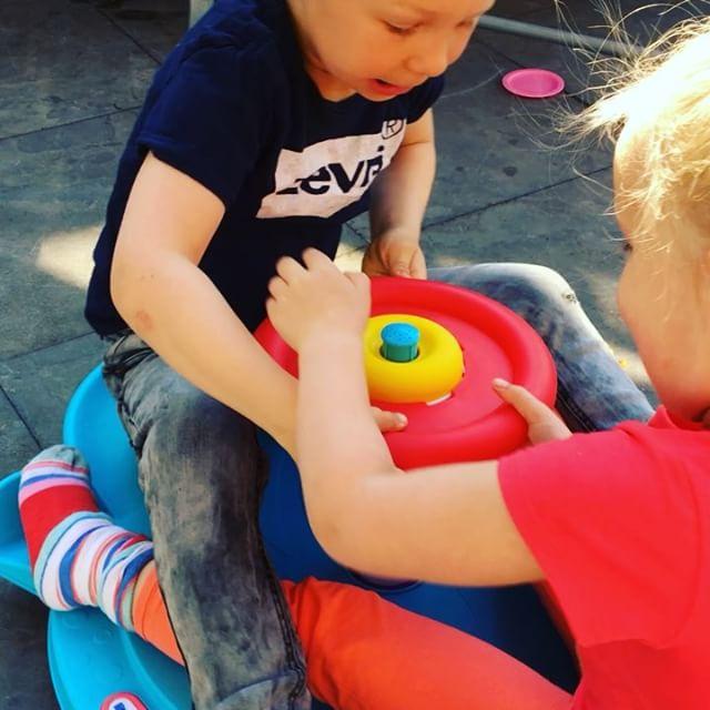 Familiepark OLIVETTE in onze eigen tuin met Little Tikes. Speelplezier gegarandeerd