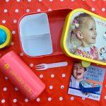 Een toffe broodtrommel met bentobox, vork en een toffe beker is onmisbaar voor de eerste schooldag