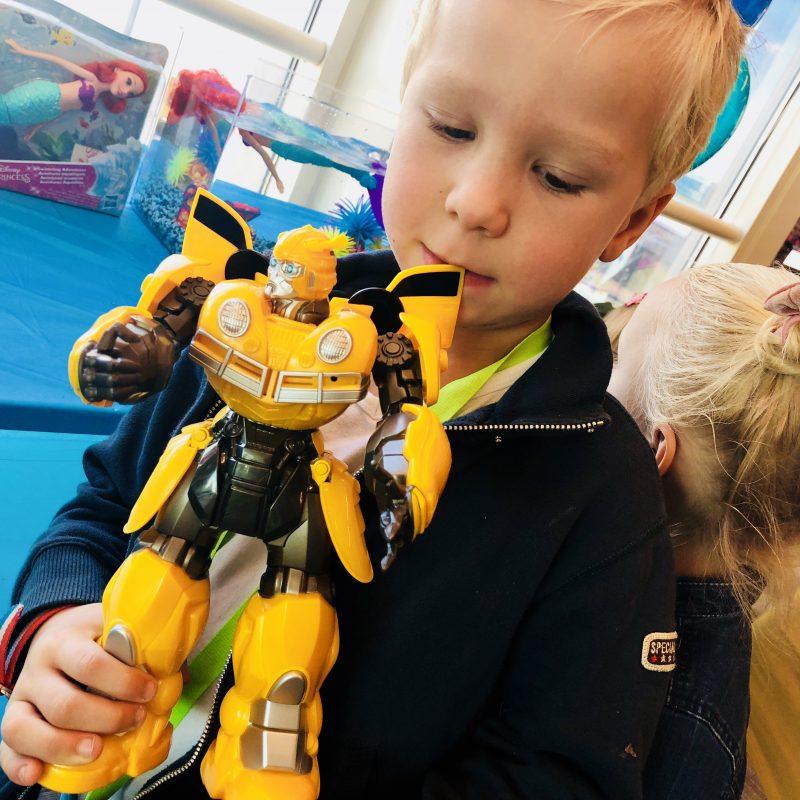 Met de Transformers: Power Charge Bumblebee herbeleleef je de avonturen uit de bioscoopfilm!