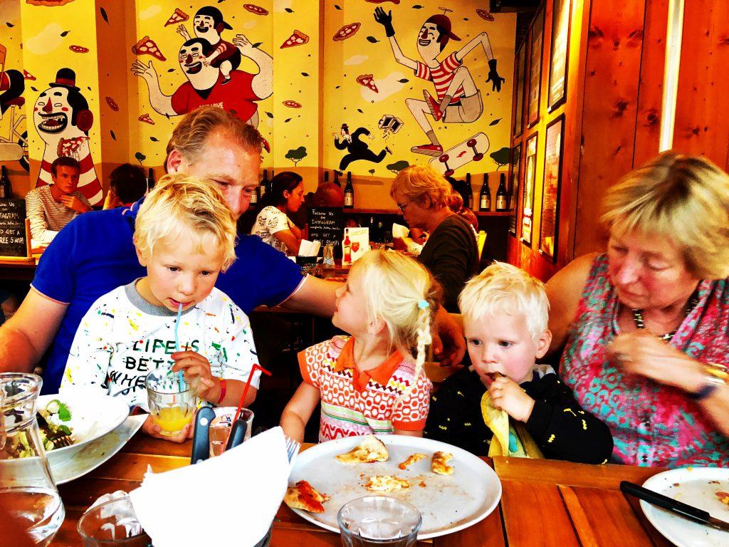gezinnen met vier kinderen het gelukkigst