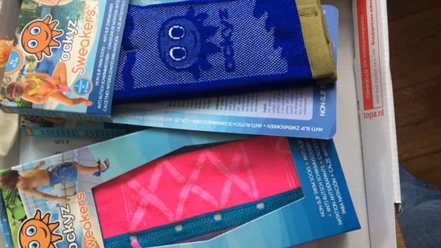 Ockyz sweakers: vrolijke zwemsokken aan en zwemmen maar!