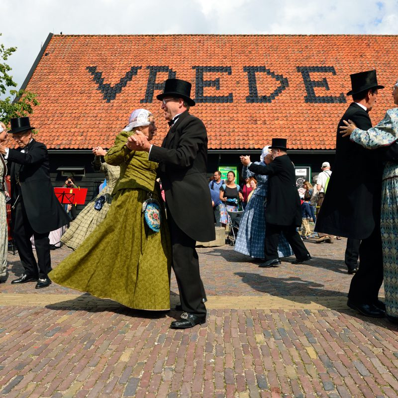 De jaarlijkse folkloredag op de Zaanse schans brengt ons weer terug in de tijd
