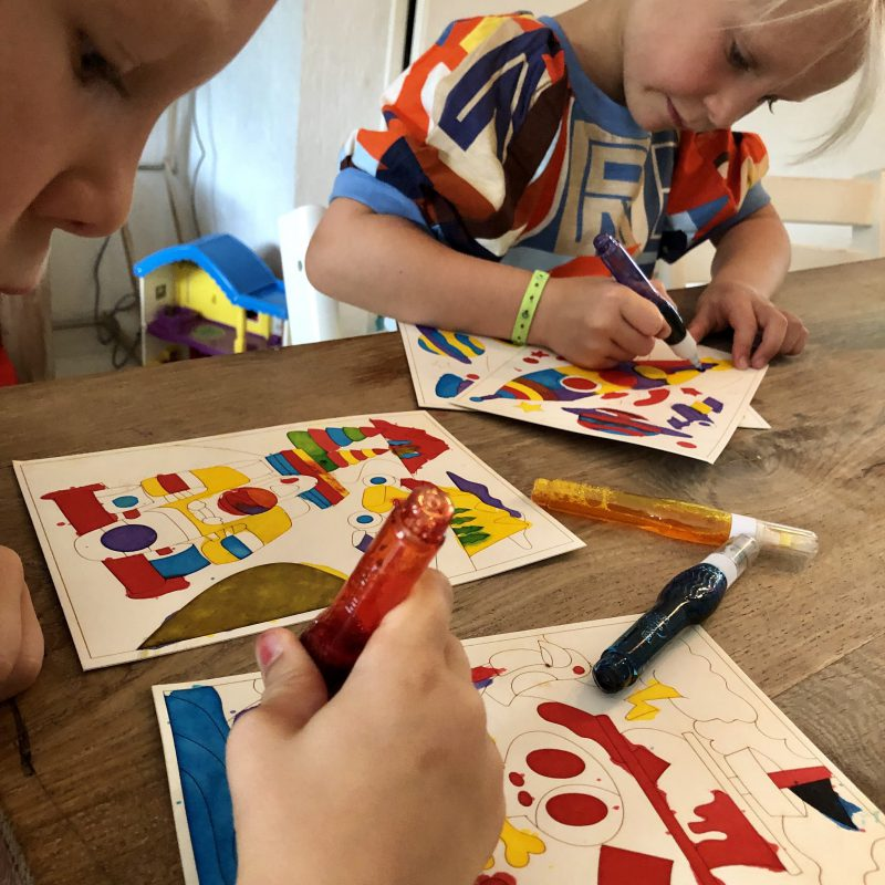 Met Colourmazing verspreidt je kleuren met toverpapier en toverpennen