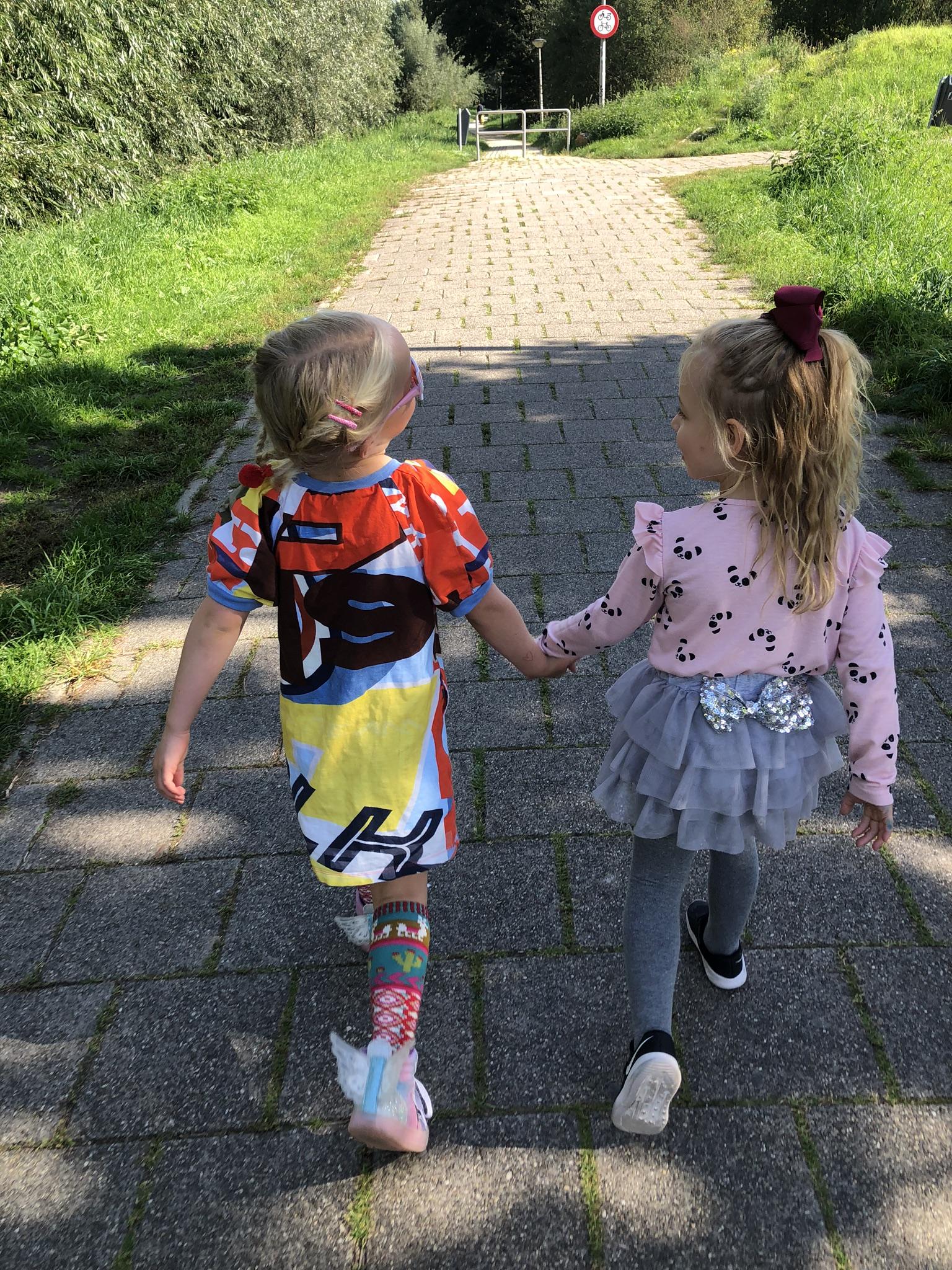 vriendschap, schoolpleinmoeders, schoolplein, klimrek