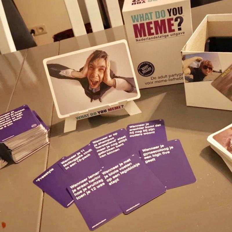 We testen een spel vol humor: 'What Do You Meme!'