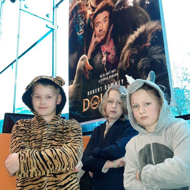 De film Dolittle & stemmencast maakt indruk op de stoere dierenvrienden