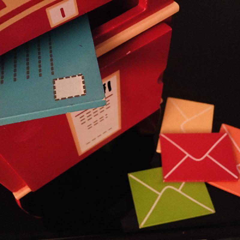Envelop dicht en doosje vouwen, niks leuker dan een cadeautje van de postbode
