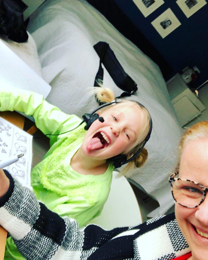 mama, thuisschool, moeder, multitasken, coronavirus, homescholing