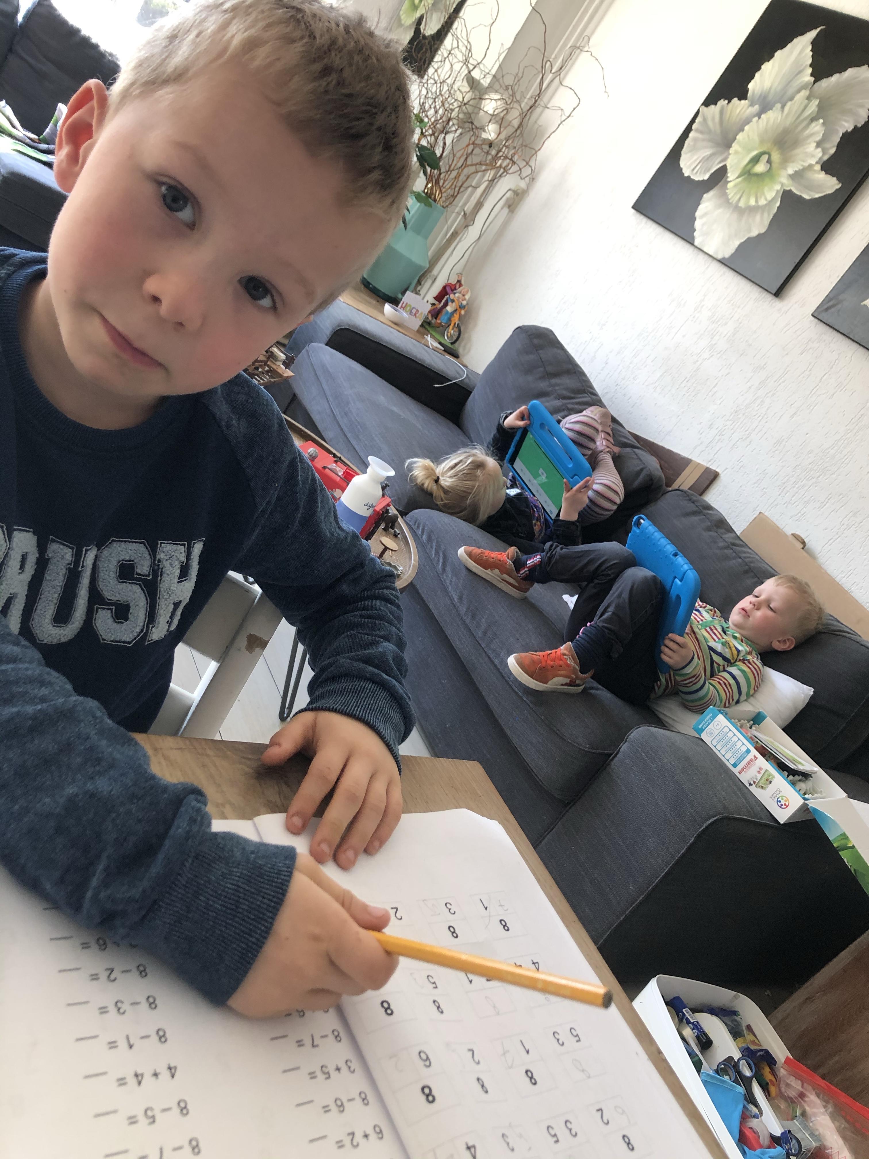 leerplicht, mama, thuisschool, moeder, multitasken, coronavirus, homescholing