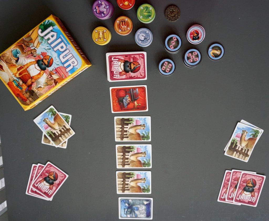 Jaipur kaartspel bovenaf