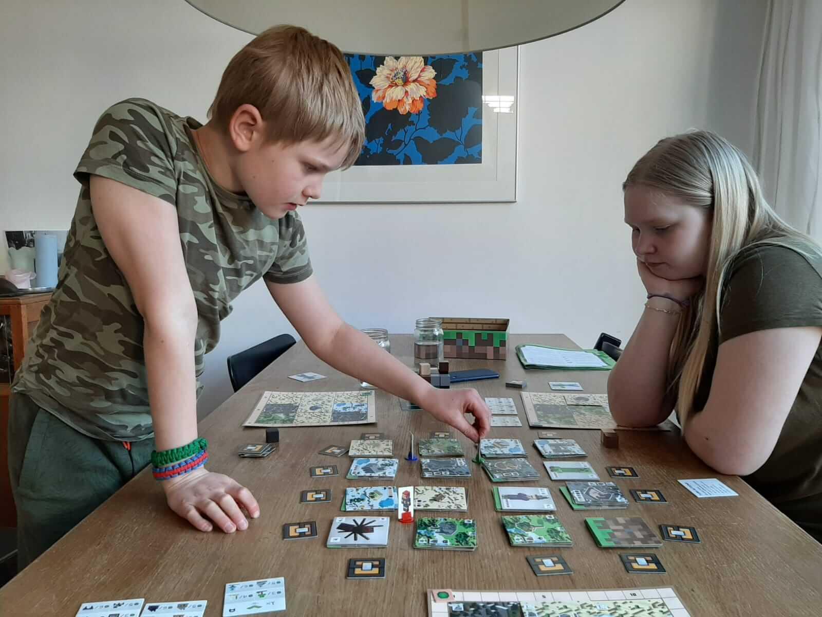 """Het spel """"Minecraft: Builders & Biomes"""" van Ravensburger getest door echte experts, bordspel"""