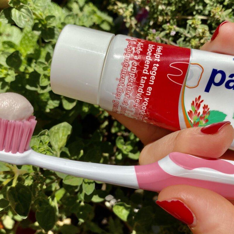 Parodontax helpt met nieuwe podcastserie om 'ontspannen en met meer aandacht' je tanden te poetsen