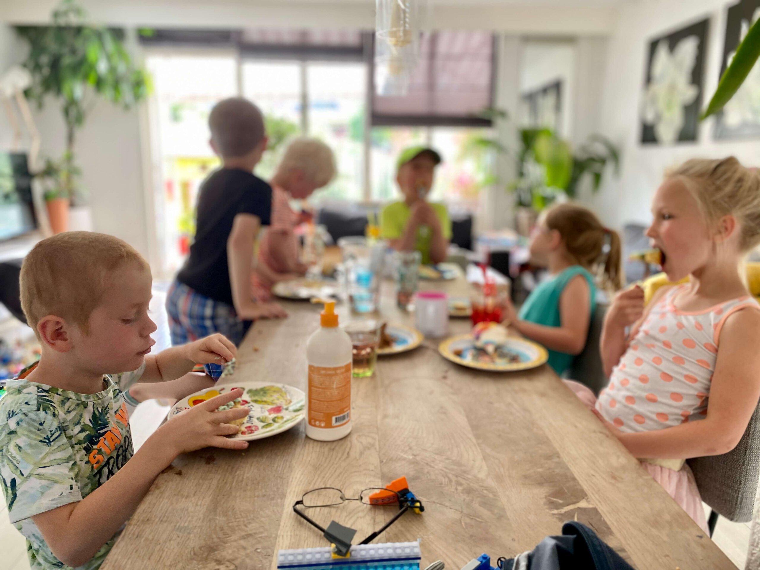spelen, vriendjes, keukentafel, samen, familie