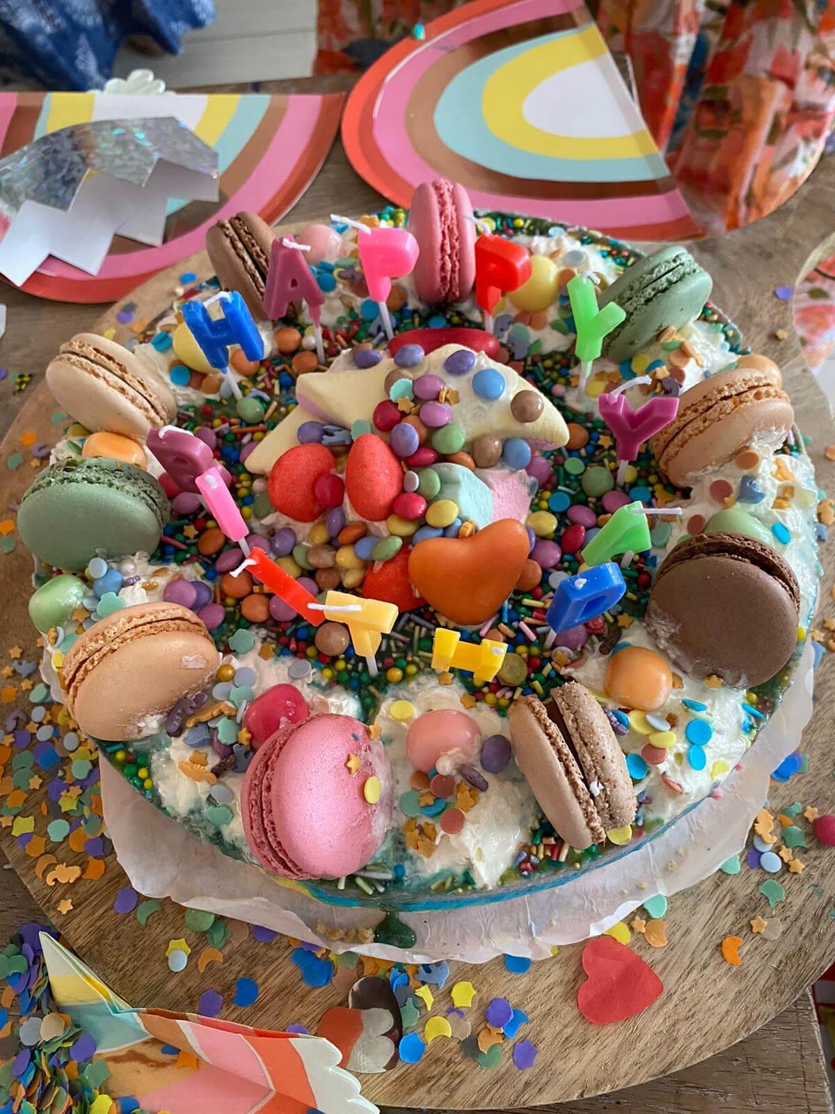 surprise party, regenboog feestje, regenboogfeestje, regenboog thema, kinderfeestje, eenhoorn, kleurrijk