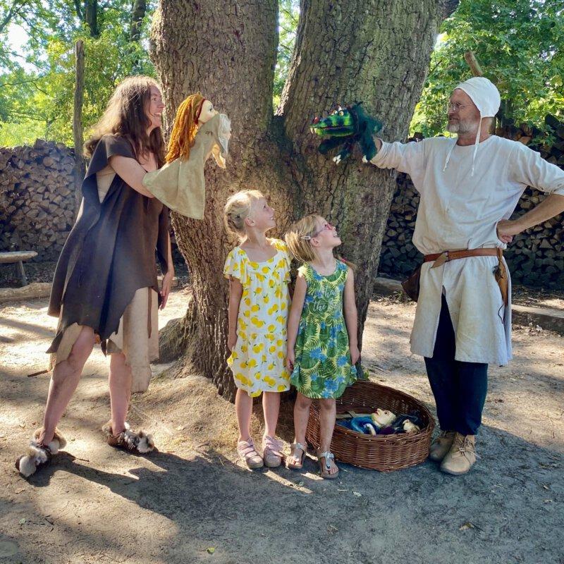 Het preHistorisch Dorp in Eindhoven is een tof, interactief familie uitje