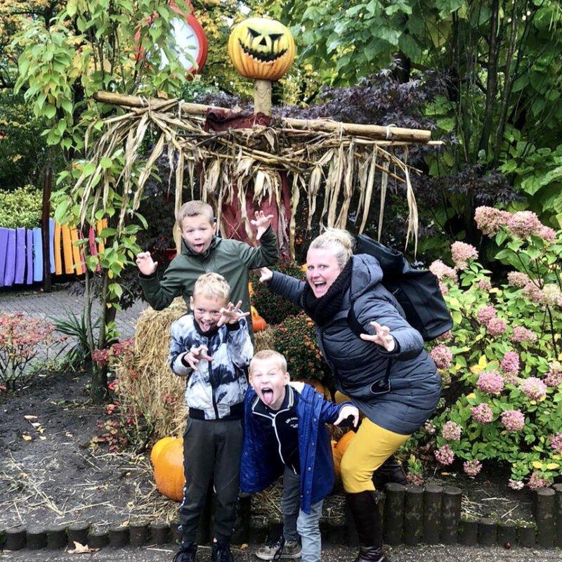 Halloween in Hellendoorn gaat door! Kom je ook griezelen in een prachtig versierd heksendoorn!