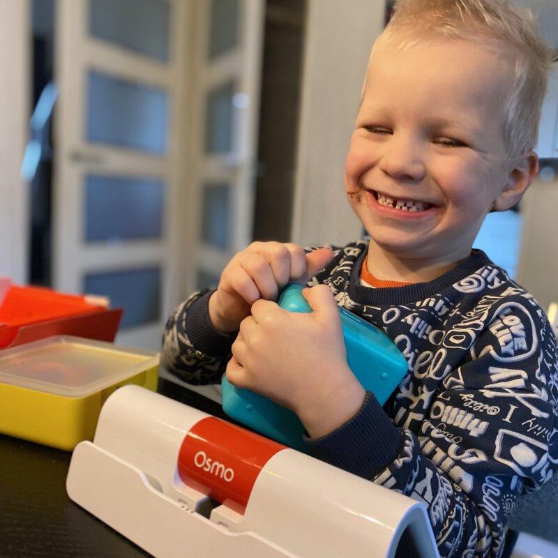Kinderen leren spelenderwijs een eigen bedrijf runnen met de Osmo Pizza Co. Starter Kit