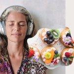 Sssst… mama Annelie luistert naar een digitaal luisterboek via Nextory