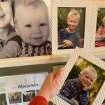 Foto's van de kids aan de muur zonder gaten boren met STAS ophangsystemen!