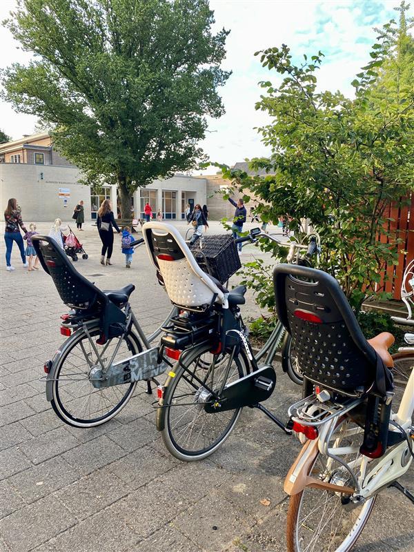 thule yepp fietszitje, het beste fietszitje, schoolpleinmoeders, schoolplein, klimrek
