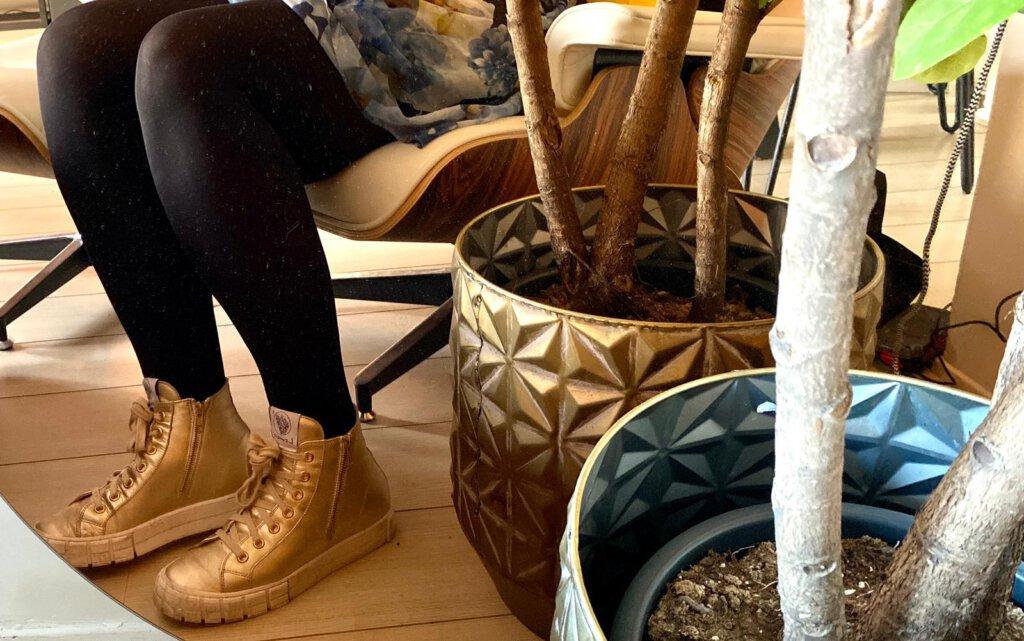 gouden sneakers, lemaré, lemare, omoda