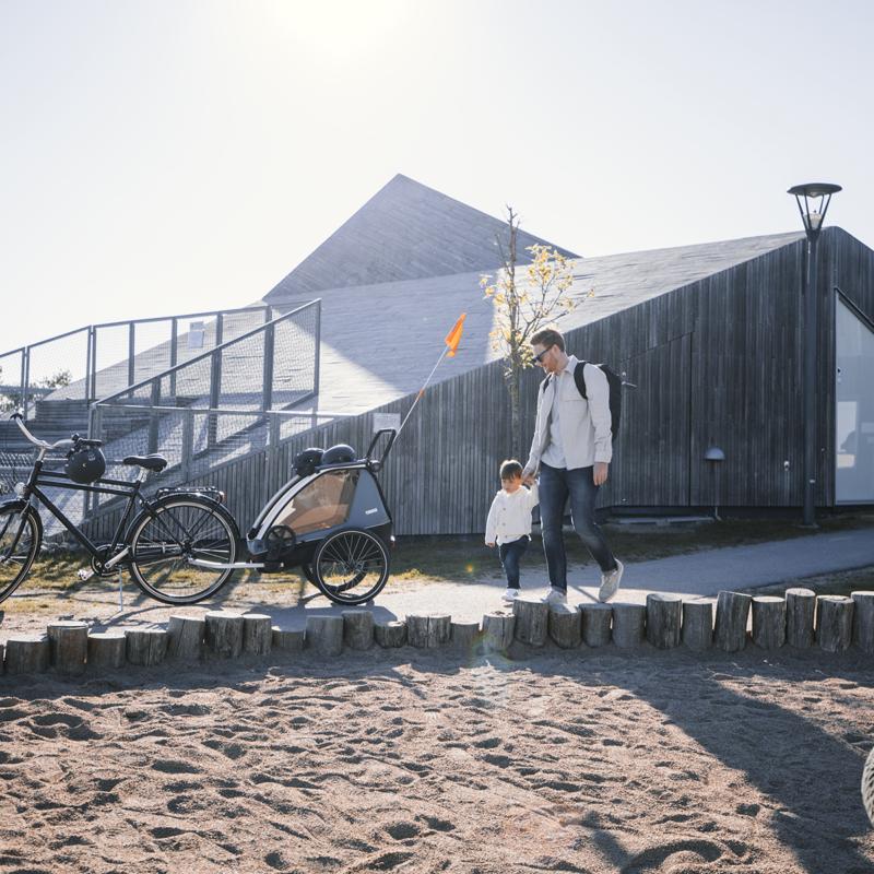 De veelzijdige Thule Courier  dient als fietskar, hondenkar kinderwagen én laadruimte